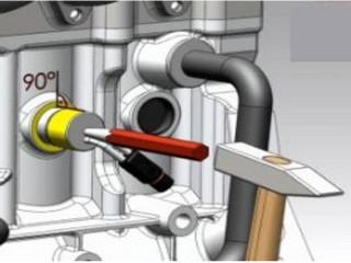 Запрессуйте подогреватель под углом 90 градусов при помощи тупого керна и молотка